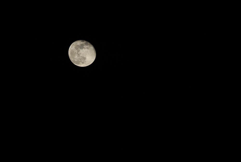 El cambio de color de la Luna
